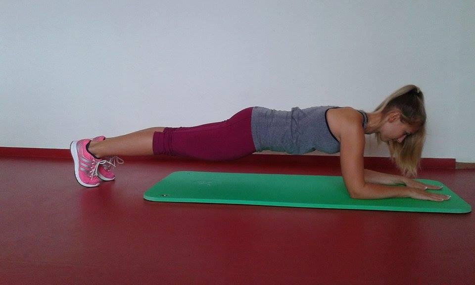 Prkno - pro pokročilé cvičenky - kromě středu jsou zapojeny i další svalové partie